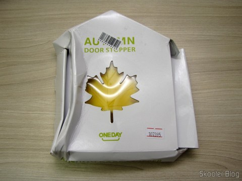 Para-Porta Estilo Folha de Maple Amarelo (Fashion Maple Leaf Style Door Stopper Guard – Random Color), em sua embalagem