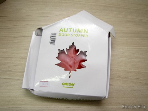 To-Door Style Red Maple Leaf (Maple Leaf Style Door Stopper Guard – Red), on its packaging