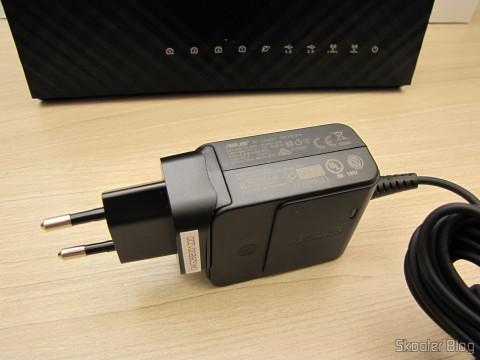 Fonte de alimentação do Roteador ASUS RT-AC68U Dual Band Gigabit Router 802.11ac Wireless-AC1900 com o plug no padrão brasileiro