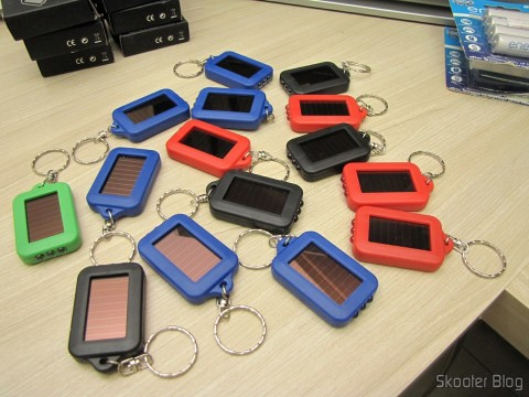 Keychain Flashlights with 3 LEDs Auto Batteries with Solar Energy