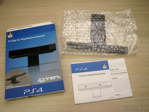 Unpacking the Clip for the Playstation Camera 4 (PS4) Official Licensed 4Gamers (Officially Licensed Clip for Playstation 4 Camera (PPS4 (4GAMERS))