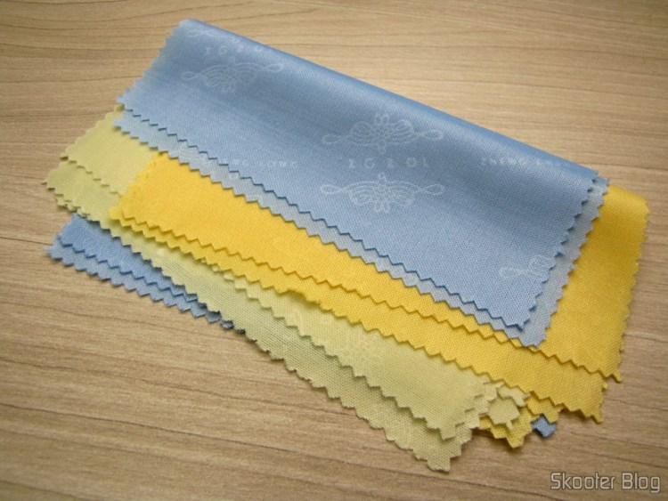 6 Fabric for Cleaning Screens and Glass in Assorted Colors (Microfiber Screen and Glass Cleaning Cloths (Random Colors / 6-Pack))