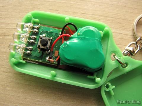 Parte interna de um dos 10 Chaveiros com Mini-Lanterna com 3 LEDs Recarregável com Luz Solar