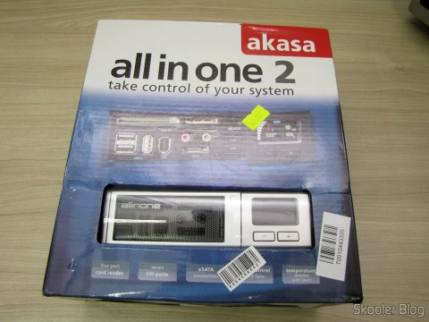 "Front panel Multifunctional Akasa AK-ALL-02SL All-in-One 2 to 5.25 bays"" Silver, on its packaging"