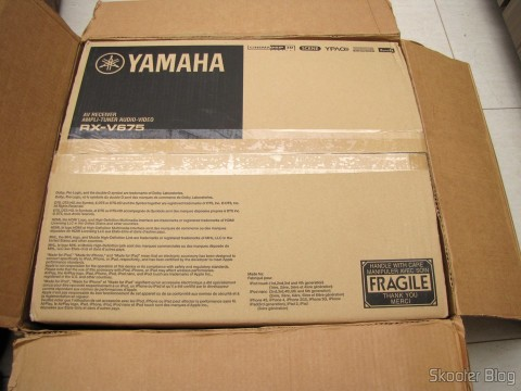Caixa do Yamaha RX-V675 7.2 Channel Network AV Receiver with Airplay