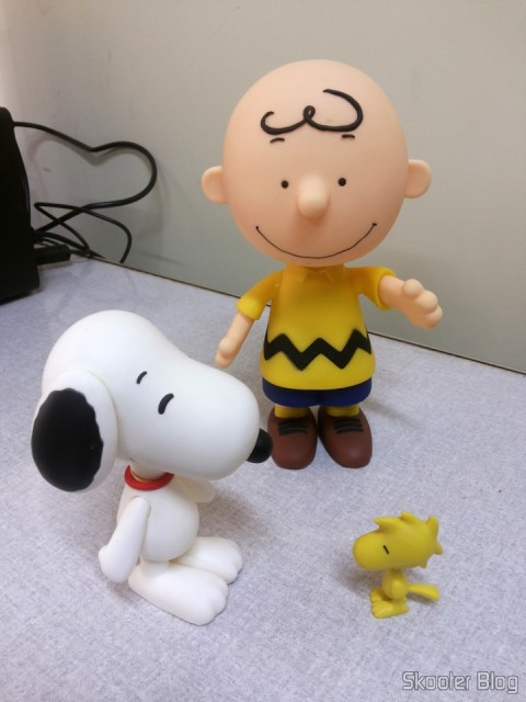 Charlie Brown - Action Figure, ao lado do Snoopy e do Woodstock