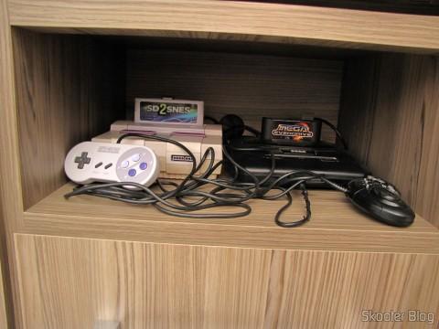 Nicho com Super Nintendo e Mega Drive IIII