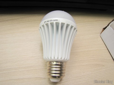 White bulb lamp with 9 LEDs 630lm 6500K 9W E27 100~240V AC (E27 9W 6500K 630lm 9-LED White Light Bulb (AC 100 ~ 240V))