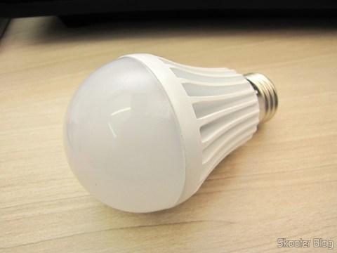 White bulb lamp with 9 LEDs 630lm 6500K 9W E27 100~240V AC (E27 9W 6500K 630lm 9-LED White Light Bulb (AC 100 ~ 240V))