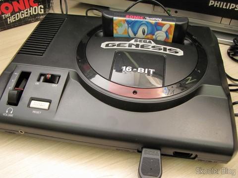 Sega Genesis com cartucho Sonic The Hedgehog, all ready to play
