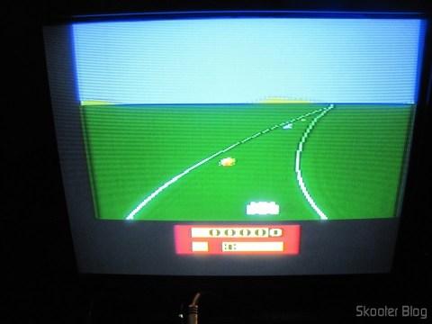 Enduro no Atari VCS/2600 através da saída de vídeo composto