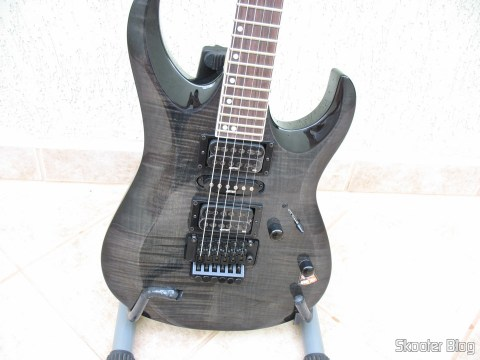 Guitar Cort X-11: front body
