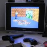 O Mega Drive III em funcionamento com os jogos de Master System que usam a Pistola Light Phaser