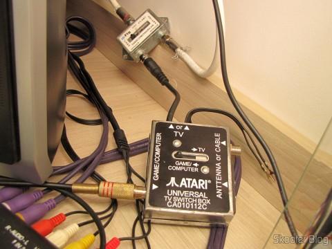 US Universal Deluxe Cable Ready TV Switchbox sendo utilizado