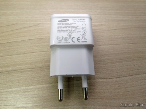 Charger w / Dual USB Output for iPhone, iPad, iPod, Samsung Galaxy Tab, etc.,