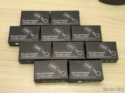 10 Keychain with Mini Flashlight with 3 LED Solar Light as Recarregável, in their packaging