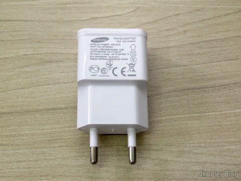 Carregador c/ Duas Saídas USB para iPhone, iPad, iPod, Samsung Galaxy Tab, etc.