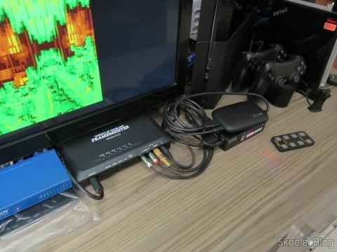 Framemeister XRGB-mini realocado para dar espaço para o Switch SCART RGB de metal com 3 entradas e 1 saída, em funcionamento