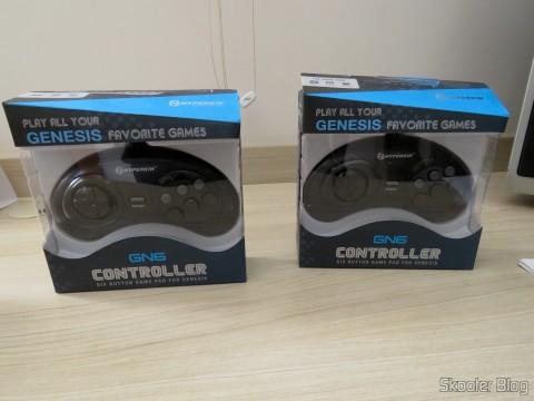 "Os dois Genesis ""GN6"" Controller (Hyperkin), in their packaging"