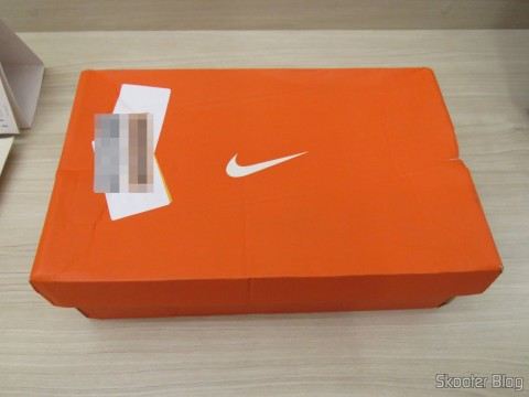 Female tennis Nike Air Pegasus 31 on its packaging