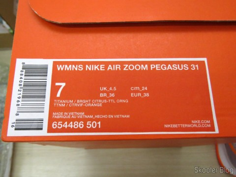 Women's Tennis packing Nike Air Pegasus 31