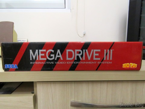 Lateral da caixa do Mega Drive III da Tec Toy
