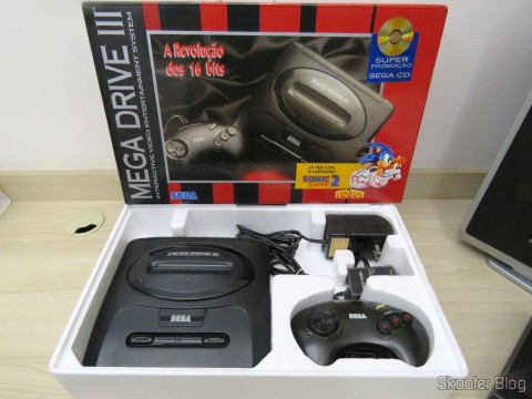 Mega Drive III da Tec Toy, na caixa com seus acessórios