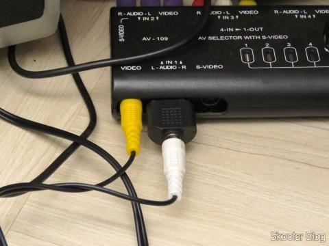 Splitter RCA 1 Fêmea para 2 Machos conectado ao Chaveador de Áudio/Vídeo Composto e S-Video com 4 portas