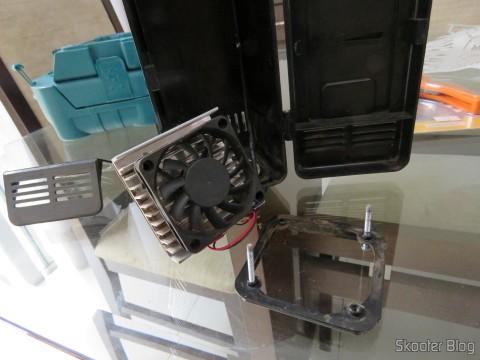 Fazendo a troca de ventiladores na Mini Geladeira USB