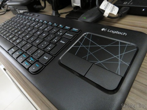 Wireless keyboard with Logitech Touch Mouse K400R