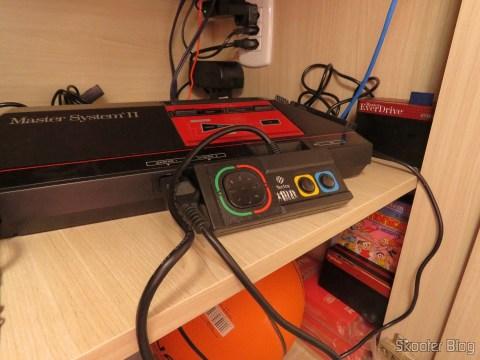 Controle do DVD Player Karaokê Dance Machine DVT-F800 da Tec Toy, 100% compatível com o Master System clássico, conectado ao Master System II