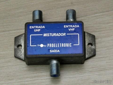 Misturador de Sinais VHF+UHF Proeletronic PQMB-2300, após sua remoção