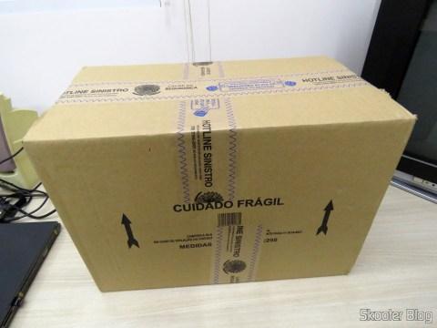 Caixa com a nova Mini Geladeira Portátil 12V ou 110V com 4 Litros de Capacidade, Função Esquenta e Resfria