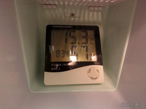 Teste de temperatura com a Mini Geladeira Retrô Portátil TV007