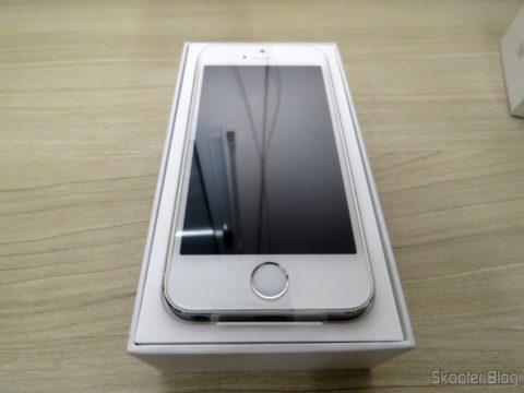 "iPhone 5S 32GB Prata Tela 4"" IOS 8 4G Câmera 8MP"