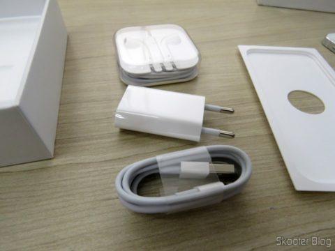"""Acessórios do iPhone 5S 32GB Prata Tela 4"""" IOS 8 4G 8MP Camera"""