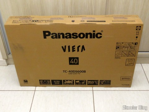 "Smart TV Panasonic Viera 40"" - TC-40DS600B, on its packaging"