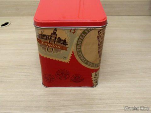 Lata Decorativa com o Ferro a Vapor Black & Decker AJ3000V with Ceramic Gliss