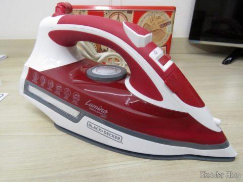 Ferro a Vapor Black & Decker AJ3000V com Ceramic Gliss
