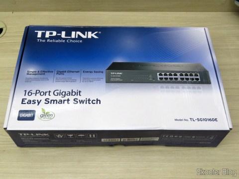 Easy Smart Gigabit switch 16 Doors TP-Link TL-SG1016DE, on its packaging