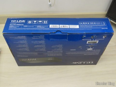 Easy Smart Gigabit switch 16 Doors TP-Link TL-SG1016DE, on its packaging