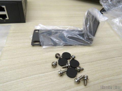 Suporte para montagem em rack, parafusos e pés do Switch Easy Smart Gigabit de 16 Portas TP-Link TL-SG1016DE