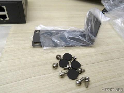 Suporte para montagem em rack, parafusos e pés do Switch Easy Smart Gigabit de 16 Doors TP-Link TL-SG1016DE