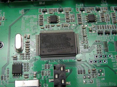 CIs raspados no Decodificador e Extrator de Áudio HDMI para HDMI, SPDIF e Analógico 5.1
