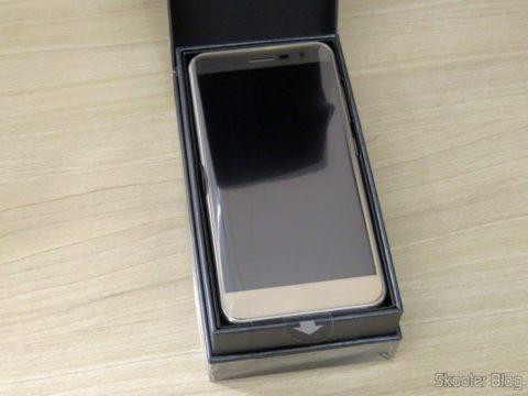 Smartphone Asus ZenFone 3 32GB Gold Dual Chip 4G, em sua caixa