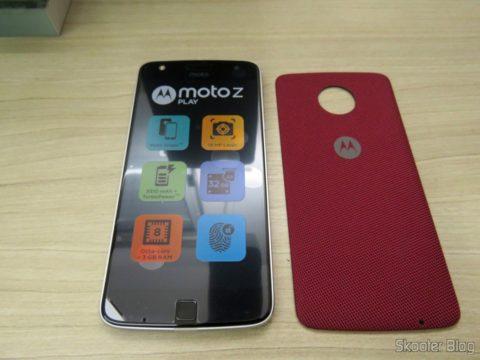 Smartphone Motorola Moto Z Play e a snap style shell que o acompanha