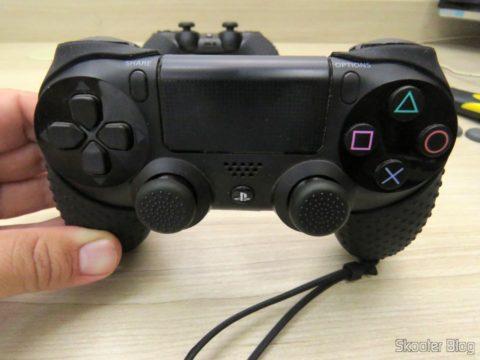 Thumb Grips para Dualshock 4 (PS4), instalados