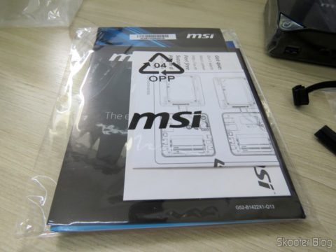 Manuals and brochures that accompany the MSI Cubi 2