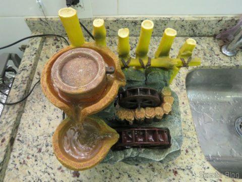 A Fonte de Decoração, com a nova roda d'água instalada e em funcionamento