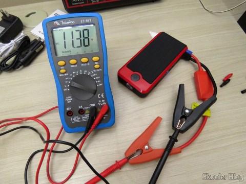Tensão medida nos cabos de conexão com bateria do Mini Powerbank